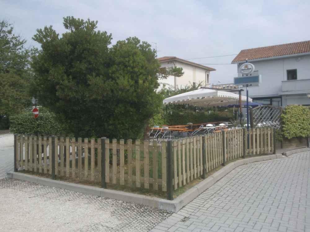 Staccionate in legno italfrom steccato in legno di pino l for Staccionata in legno ikea
